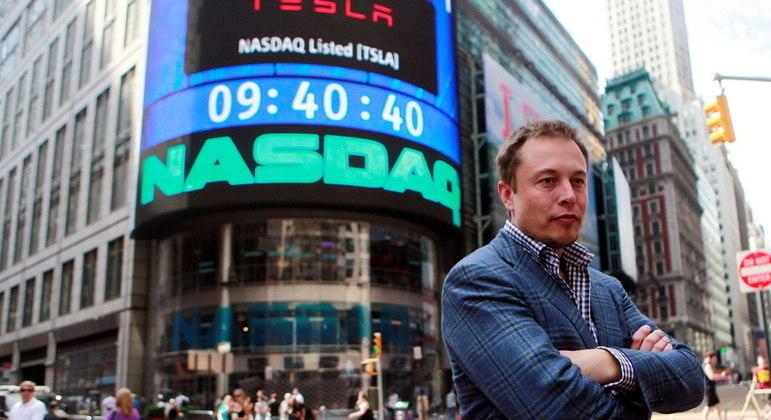 Bitcoin disparou nesta sexta-feira após Elon Musk, presidente da Telsa, colocar criptomoeda na bio do Twitter