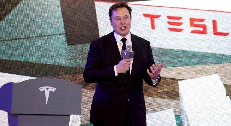 Elon Musk quer levar turistas para missão espacial