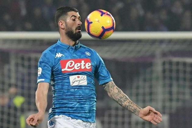Elseid Hysaj (lateral-direito - 27 anos - albanês) - Fim de contrato com o Napoli - Valor de mercado: 13 milhões de euros