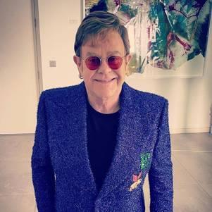 Elton John adia turnê na Europa