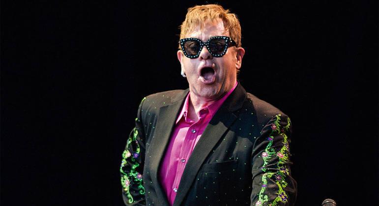 Elton John coleciona extravagâncias na vida pessoal