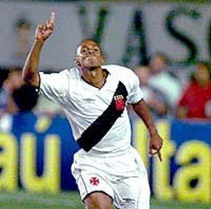 Ely Thadeu - estreou em 2001 - 67 jogos e 12 gols pelo Vasco - Encerrou a carreira em 2014