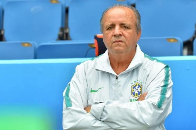 Em 13 de abril de 2014, Vadão iniciou sua história com a Seleção Brasileira feminina de futebol. No total, foram duas passagens (entre 2014 e 2016 e entre 2017 e 2019).