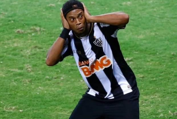 Em 17 anos, o Raja Casablanca, do Marrocos, conquistou dez títulos da principal liga nacional e surpreendeu o mundo ao eliminar o Atlético-MG de Ronaldinho Gaúcho (foto) no Mundial de Clubes em 2013. Desde então, o time vive uma seca na competição local.