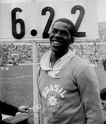 Em 1956, nos Jogos de Melbourne, na Austrália, Adhemar Ferreira da Silva repetiu o feito e tornou-se o primeiro bicampeão olímpico do Brasil. O país levaria mais 24 anos para voltar ao topo.