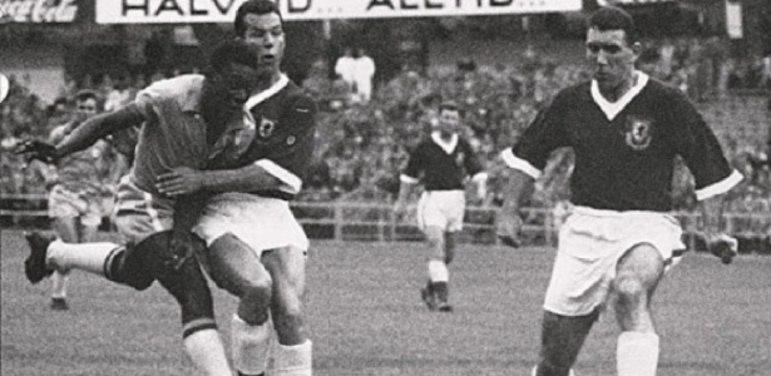Em 1958, pela Seleção Brasileira, marcou cinco gols e levou o título da Copa do Mundo da Suécia. Ele ainda ganharia os títulos mundiais dos anos de 1962 e 1970.