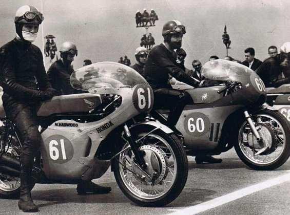 Em 1966, Mike Hailwood venceu o Gp de Ulster para vencer seu primeiro título nas 350cc