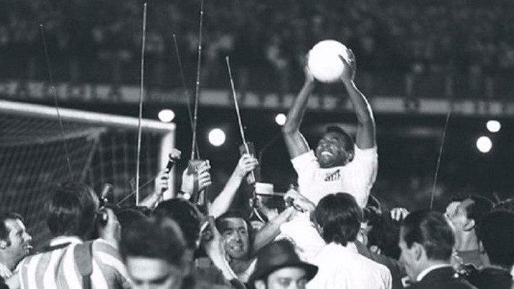 Em 1969, de pênalti, Pelé marcou o milésimo gol de sua carreira na vitória de 2 a 1 do Santos sobre o Vasco.