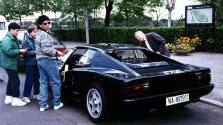 Em 1987, Maradona tinha em mãos uma Ferrari Testarossa pintada de preto. Entretanto, sem rádio e ar-condicionado, o modelo não agradou