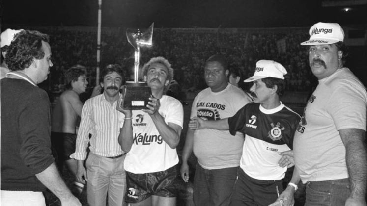 Em 1988, o Palmeiras ajudou o Corinthians a ser campeão isso porque o Paulistão estava no seu quadrangular final e caso o Palestra ganhasse do São Paulo, o título ficava com o Corinthians e foi o que aocnteceu.