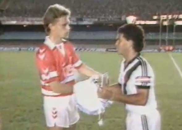 Em 1988, o Vasco recebeu a seleção da Dinamarca de Brian Laudrup para um amistoso no Maracanã. Os vascaínos venceram por 1 a 0, gol de Zé do Carmo.