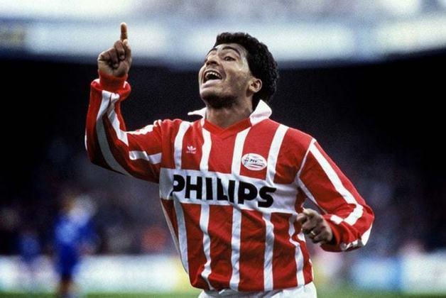 Em 1988, Romário saiu do Vasco e transferiu-se para o PSV por US$ 6 milhões de dólares estadunidenses, sendo na época a mais cara contratação brasileira por um clube estrangeiro. O Baixinho foi campeão holandês em sua primeira temporada, sendo artilheiro da competição.