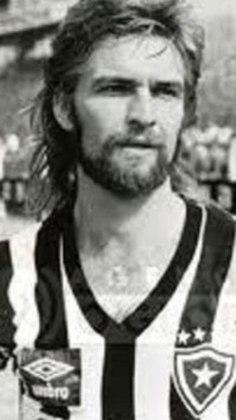 Em 1989, os rivais pela primeira vez jogaram na Europa. Na Suíça, em torneio amistoso, o Botafogo, então campeão carioca levou a melhor. Paulinho Criciúma foi o melhor em campo e fez um dos gols da vitória por 2 a 0