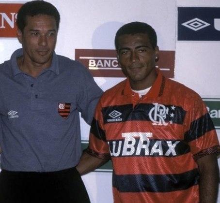Em 1995, o Flamengo investiu pesado para chocar o futebol brasileiro no ano de seu centenário. No início da temporada, o Rubro-negro anunciou o atacante Romário, que vinha do Barcelona e tinha sido tetracampeão mundial com a Seleção Brasileira.