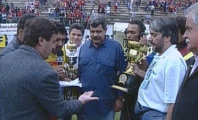 Em 1997, o Estádio Municipal Radialista Mário Helênio, em Juiz de Fora, recebeu o confronto entre Flamengo e Botafogo. O amistoso foi um preparatório para o Campeonato Brasileiro e teve muita emoção. Com direito a gols anulados, placar em branco e um troféu decidido na sorte, com o cara ou coroa como critério de desempate.