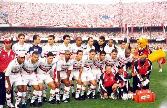 Em 2000, o São Paulo chegou pela primeira vez às semifinais da competição, contra o Atlético-MG. Com Rogério Ceni, França e Raí, o Tricolor venceu o jogo de ida em casa por 3 a 0.