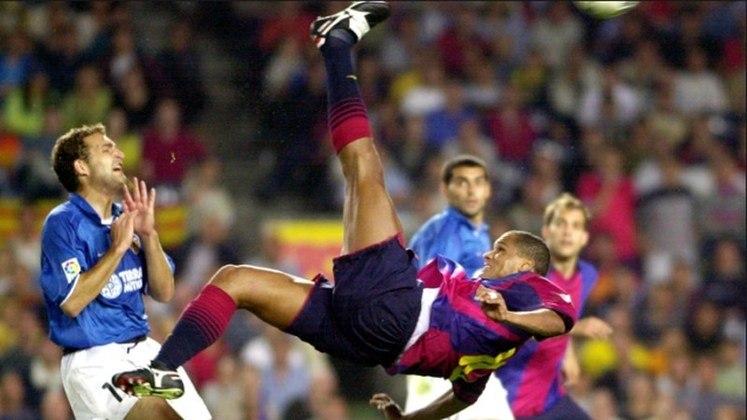 Em 2001, na partida entre Barcelona e Valência, Rivaldo marcou um hat-trick em uma de suas melhores partidas de sua carreira. Um dos gols, com um bicicleta na entrada da área, após dominar no peito.