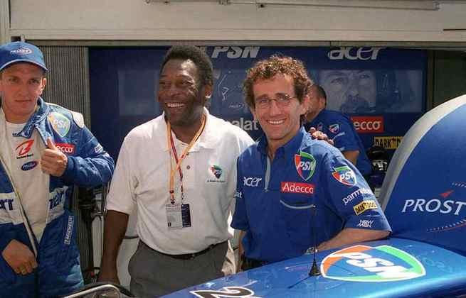 Em 2001, o Rei era embaixador da extinta emissora PSN, que também era patrocinadora da equipe Prost. Pelé encontrou Alain e o piloto Luciano Burti durante o GP de Mônaco daquele ano