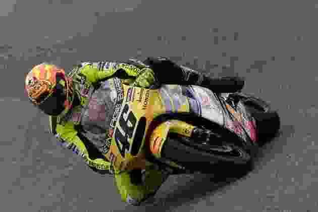 Em 2001, pela Honda, Valentino Rossi venceu seu primeiro título na classe rainha do Mundial, ainda chamada de 500cc