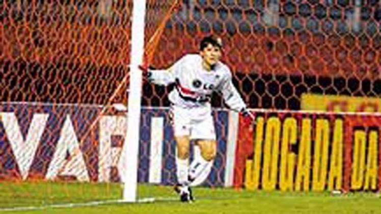 Em 2003, Gustavo Nery teve seus minutos de Rogério Ceni. Designado para ocupar o lugar deixado pelo goleiro-artilheiro na reta final de São Paulo e Ponte Preta, o lateral não teve tanta sorte: sofreu o gol do empate em 1 a 1 no Morumbi.
