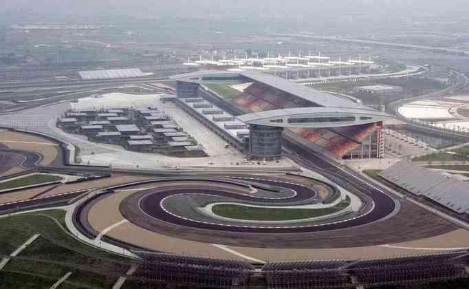 Em 2004, a China passou a receber a F1 com desenho de Tilke. O desenho é inspirado na letra chinesa 上