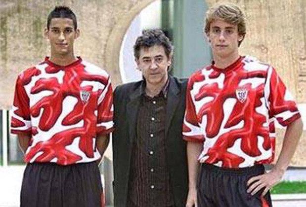 Em 2004, o Athletic Bilbao teve sua camisa estampada em homenagem a Salvador Dali no ano de seu centenário. Porém, as imagens ficaram parecendo manchas de ketchup e são motivos para zoações até hoje.