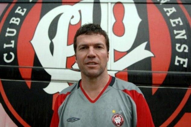Em 2006, chegou ao Athletico Paranaense para ser treinador da equipe profissional. Ele comandou o time em oito partidas, venceu seis e empatou duas. Mesmo com o início promissor, o europeu voltou para a Alemanha por problemas familiares.