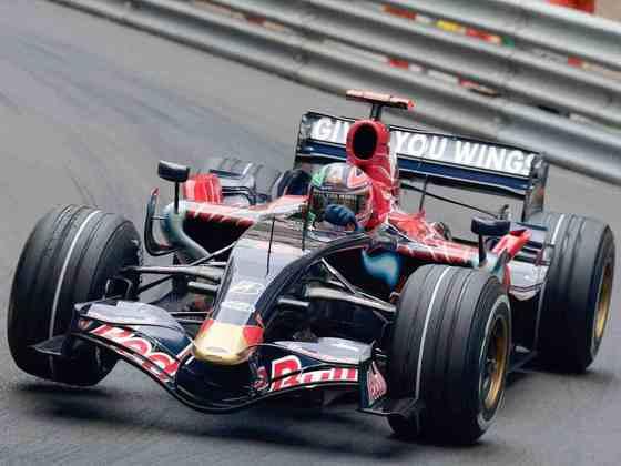 Em 2007, a Toro Rosso correu com o STR2 e só conseguiu alguns poucos resultados decentes no fim da temporada