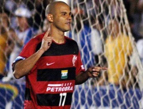 Em 2007, o Flamengo contratou o atacante Roni, que acumulava passagens por clubes brasileiros e russos. Não conseguiu ter o desempenho esperado e acabou indo para o Cruzeiro.