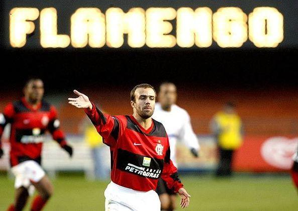 Em 2007, Roger tinha contrato com o Corinthians, estava emprestado ao Flamengo e, como a