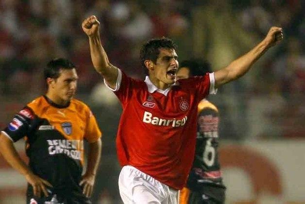 Em 2007, um brasileiro voltou a vencer a competição. Dessa vez, o título inédito do Internacional ao derrotar o Pachuca, do México. O Colorado perdeu por 2 a 1, fora de casa. No entanto, goleou por 4 a 0 no Beira-Rio e garantiu o título.