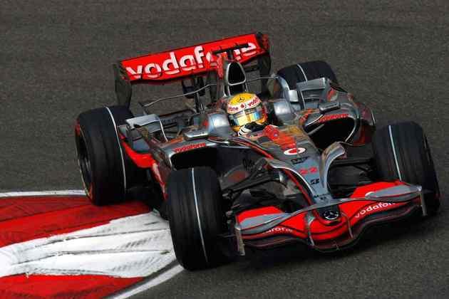 Em 2008, Lewis faturou o primeiro título na F1 com o McLaren MP4/23. Foram cinco vitórias na apertada disputa contra Felipe Massa