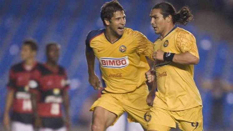 Em 2008, o Flamengo protagonizou o que é visto por muitos como maior vexame brasileiro na Libertadores. Após vencer o jogo de ida, no México, por 4 a 2, o Fla podia perder por até dois gols de diferença no Rio. Com o Maracanã lotado e em clima de festa, o Rubro-Negro foi derrotado por 3 a 0, com show de Cabañas