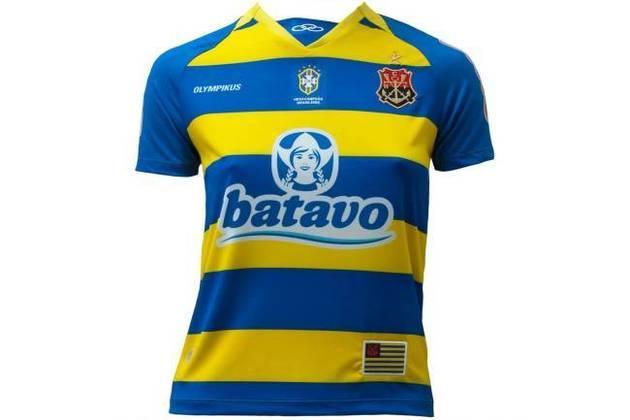 """Em 2010, novamente o Flamengo lançou uma camisa com o escudo do remo, também em azul e ouro. A peça não agradou grande parte dos torcedores e ganhou o apelido de """"Camisa do Tabajara"""", em referência a um time fictício do programa humorístico """"Casseta e Planeta""""."""