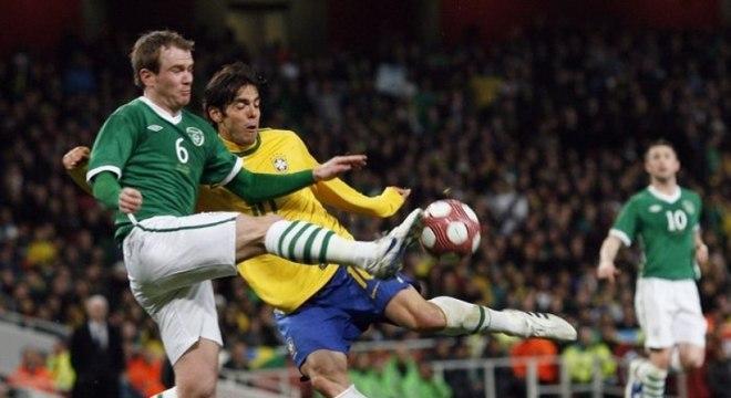 Em 2010, o Brasil enfrentou a Irlanda e com muita tranquilidade, venceu por 2 a 0, gols de Andrews (contra), e Robinho. O camisa 11, inclusive, esbanjou qualidade e técnica du