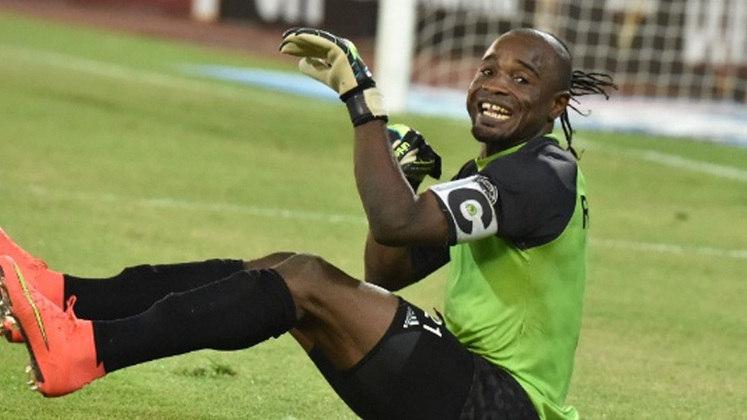 Em 2010, o Internacional, campeão da Libertadores, foi eliminado na semifinal do Mundial de Clubes para o desconhecido time do Congo, Mazembe. O goleiro da equipe africana, Muteba Kidiaba, foi eternizado e rendeu muitos memes pela sua dança característica
