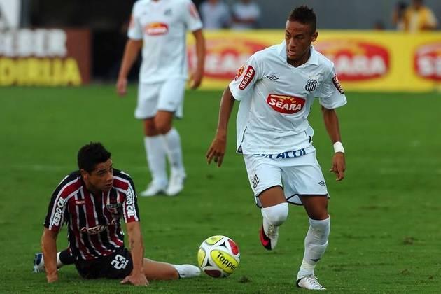 Em 2010, o São Paulo iniciou uma sequência de quedas diante do Santos. Na semifinal, perdeu por 3 a 2 em casa e depois por 3 a 0 fora.