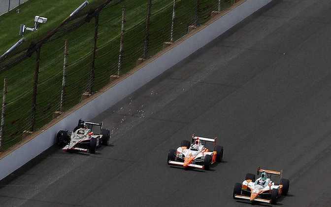 Em 2011, JR Hildebrand vinha liderando a Indy 500 quando bateu no muro a uma curva da bandeira quadriculada