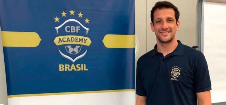 Em 2011, menos de duas semanas após ter sido contratado como reforço do Ceará, o lateral Belletti pediu desculpas, rescindiu com o clube e anunciou sua aposentadoria dos gramados
