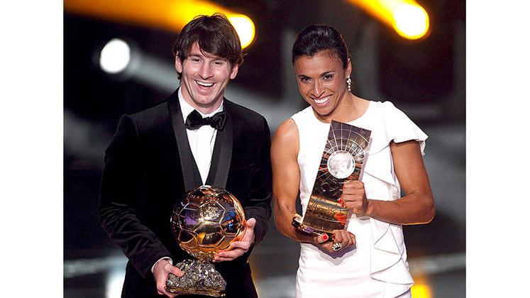 Em 2011, Messi teve um dos melhores anos de sua carreira e o fato foi consumado com a premiação da Bola de Ouro. O argentino teve a expressiva porcentagem de 47,88% dos votos, enquanto Cristiano Ronaldo, em segundo, teve 21,60%, e Xavi Hernandéz, em terceiro, ficou com 9,23%.