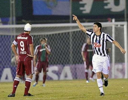 Em 2011, o Fluminense retornou à Libertadores como campeão brasileiro e chegou às oitavas de finais. Pela frente, a equipe carioca enfrentou os paraguaios do Libertad. No primeiro jogo, 3 a 1 para o Flu, que conseguiu uma boa vantagem. Porém, no jogo de volta, com gols de Rojas, Samudio e Nuñez, no fim, os paraguaios garantiram a vaga no Defensores del Chaco.
