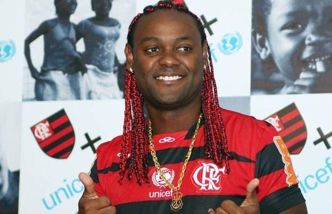 Em 2012, alguns jogadores vascaínos haviam conseguido efeito suspensivo para jogar o clássico válido pela semifinal da Taça Rio. Em entrevista, Love soltou: