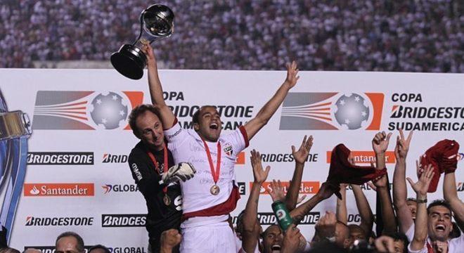 Em 2012, Lucas venceu a Copa Sul-Americana, último título do São Paulo até hoje. Logo depois, acabou sendo vendido para o PSG. Hoje está no Tottenham.