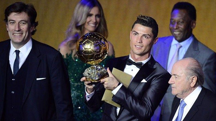 Em 2013, Cristiano Ronaldo foi quem conquistou a maior honraria individual do esporte. Em uma das votações mais acirradas da história, o português teve 27,99% dos votos, enquanto Messi, vice, teve 24,72%, e Ribéry, terceiro, ficou com 23,36%.