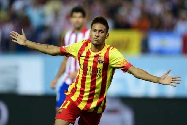 Em 2013, Neymar passou a deixar o cabelo espetado de lado e focou mais em sua primeira temporada no Barcelona, buscando passar uma imagem mais neutra para os espanhois.