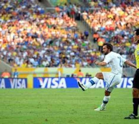 Em 2013, o Maracanã foi uma da sedes da Copa das Confederações. Logo no primeiro jogo do estádio, o duelo entre México e Itália. Pirlo abriu o placar em cobrança de falta.