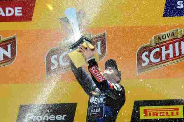 Em 2013, também encerrando a temporada, Ricardo Zonta conquistou a milionária etapa da Stock Car em Interlagos