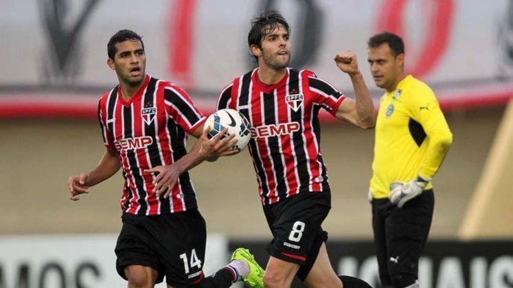 Em 2014, ano do retorno de Kaká ao Morumbi, a Penalty apostou em uma camisa bem simples e que agradou a torcida: toda listrada.