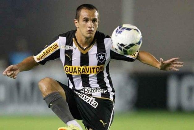 Em 2014, Lucas deixou o Botafogo graças a uma liminar. O lateral-direito queixou-se de atraso superior a três meses e falta de depósito do FGTS.