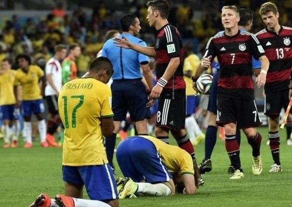 """Em 2014, na Copa do Mundo, o Brasil sofreu a maior goleada de sua história, para a seleção da Alemanha, em pleno estádio do Mineirão. Até hoje, essa partida """"assombra"""" os torcedores da seleção brasileira."""